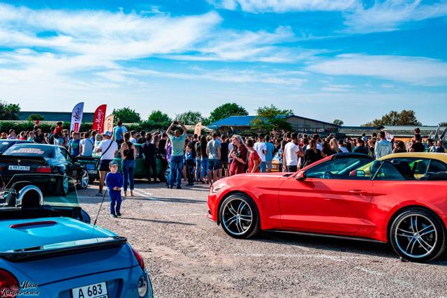 Автофестиваль «Muscle cars & BRAZZZERS Derby edition» в Севастополе)