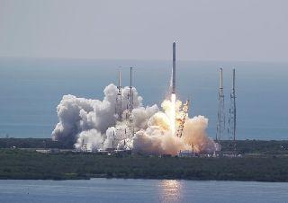 ������ Falcon 9 ���������� ����� ������� � ���