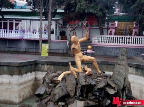 В Алуште вандалы разбили знаменитый фонтан