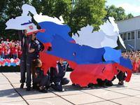 Воспитанники Дворца детского и юношеского творчества поздравили крымчан с Днем России