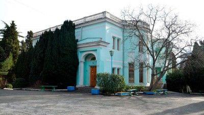 Семья одиозного Олега Царева получила царский санаторий в Крыму