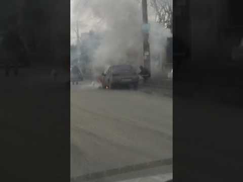 В Симферополе на ходу загорелась легковушка
