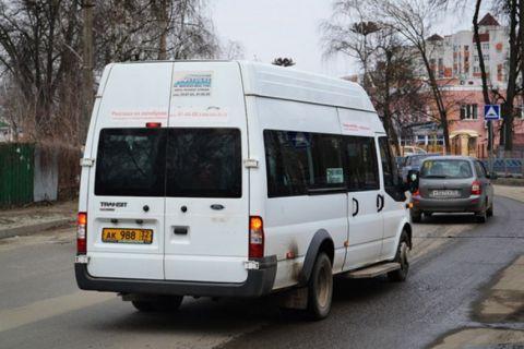 В Севастополе пассажирка выпала из движущейся маршрутки