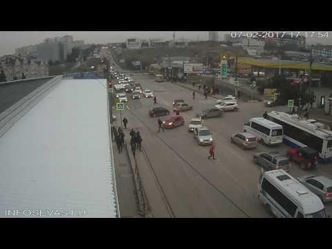 В Севастополе пассажирка на ходу выпала из маршрутки