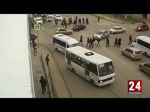 Следком проверяет информации о выпавшей девушки из салона маршрутки в Севастополе