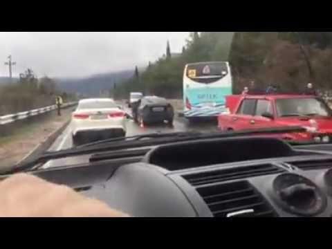 На ЮБК произошло ДТП с участием автобуса «Артека»