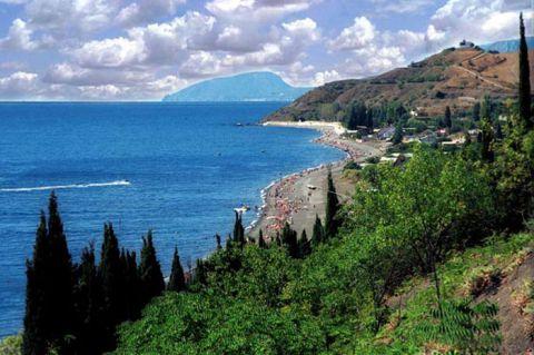 К третьей годовщине присоединения Крыма в Феодосии появились Ждуны