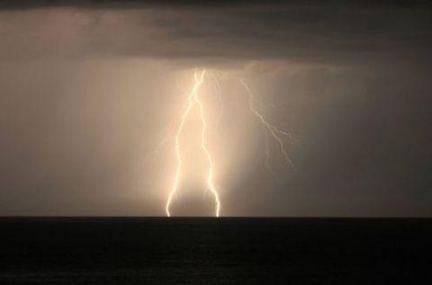 Новое штормовое предупреждение объявлено в Крыму
