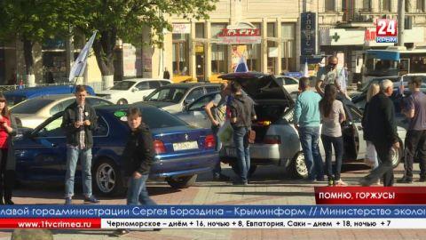 Из крымской столицы стартовал масштабный автопробег «Серебряная стрела», приуроченный к 72-й годовщине Великой Победы