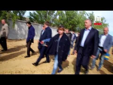Глава Крыма предложил штрафовать чиновников за желто-голубые урны
