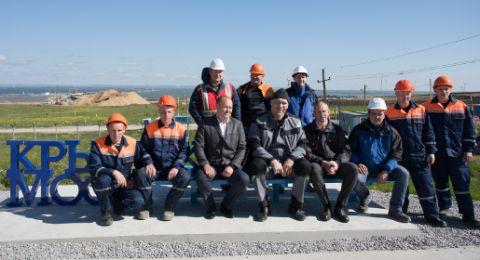 Валуев посидел на новой скамейке с видом на Крымский мост