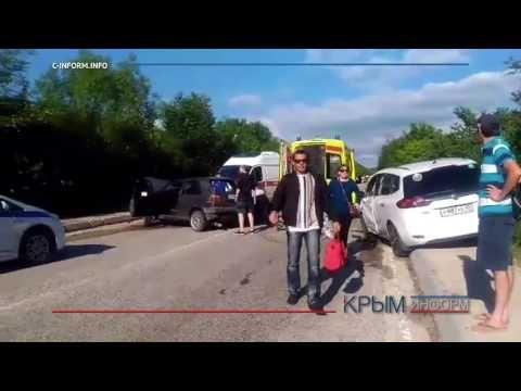 Трасса Ялта - Севастополь встала из-за лобового столкновения легковушек