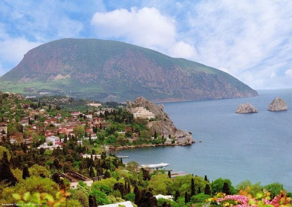 Минкульт Крыма заверил, что посещение Алупкинского и Ливадийского дворцов будет бесплатным