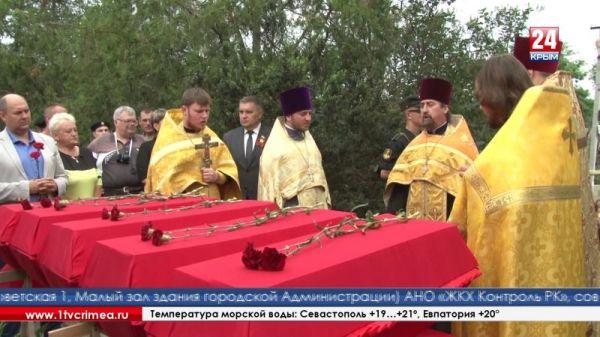 Останки 11 воинов Черноморского флота перезахоронили в селе Айвовое Бахчисарайского района