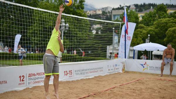 4-й тур чемпионата Крыма по пляжному волейболу выиграли Дмитрий Байкузов и Алексей Лихачев