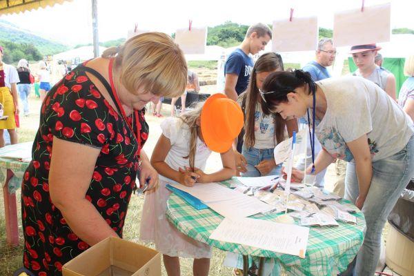 Минприроды Крыма в рамках эко-фестиваля «Пир фест» провело социальный экологический опрос