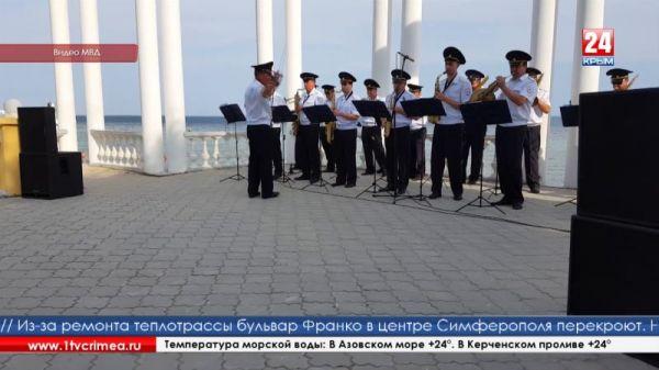 На Евпаторийской набережной выступил оркестр МВД по Республике Крым