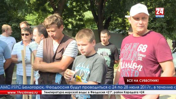 Сотрудники Госкомрегистра продолжают принимать участие в бессрочной акции «Сделаем Крым чистым»