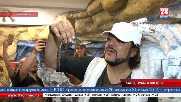 Филипп Киркоров выпустил в вольер 88 новорождённых крокодилов