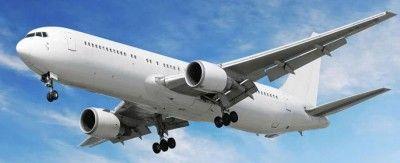 Летевший из Крыма самолет экстренно посадили из-за дыры в салоне