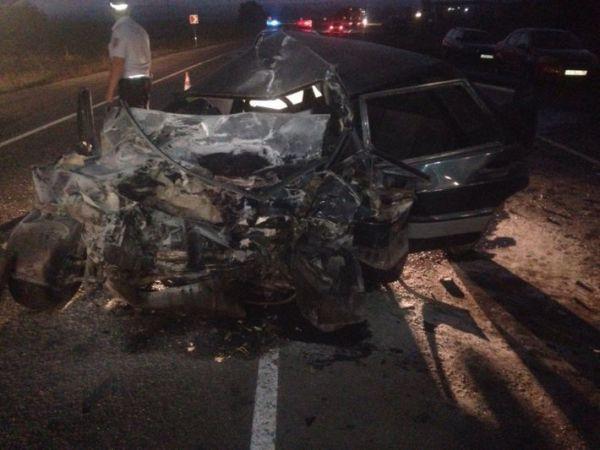 Один человек умер при лобовом столкновении авто накрымской трассе