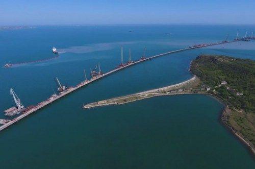 Над Крымским мостом запретили полеты ниже 1км