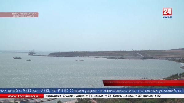В Керчи на горе Митридат появилась скамейка «Крымский мост»
