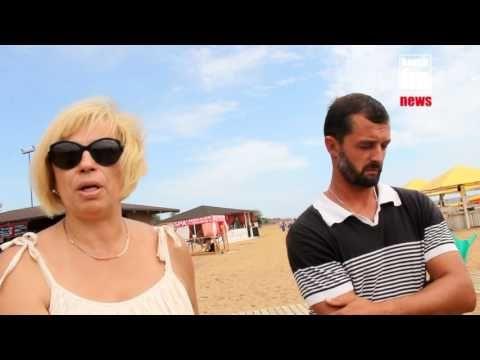 В Керчи не могут поделить пляжные зонты