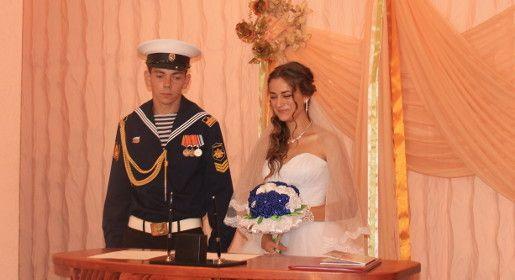 Крымские ЗАГСы проводят тематические и нестандартные торжества для новобрачных и семейных юбиляров