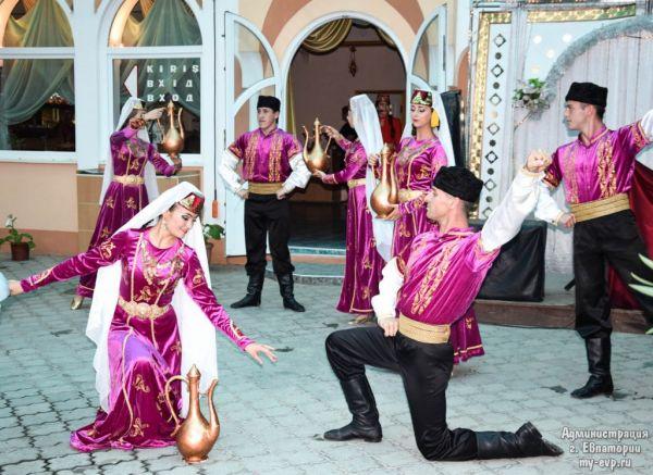 Поэты и музыканты открыли фестиваль «Гезлев къапусы»
