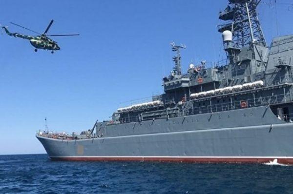 Крымский спецназ атаковал «террористов», захвативших буксир в Черном море
