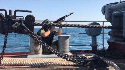 Спецназ спасал крымский буксир от условных террористов