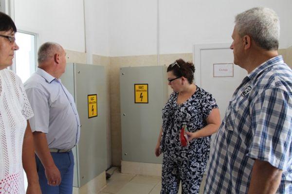 Андрей Козинский посетил школу-гимназию №1 с целью проверки к новому учебному году.