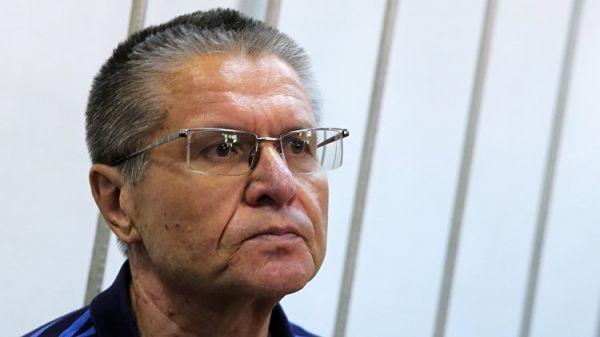 Сечин лично передал взятку Улюкаеву, заявил прокурор
