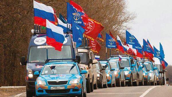 На автомобилях, яхтах, самолетах и конях: в Крыму проходит пробег, посвященный 90-летию ДОСААФ