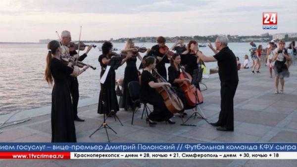 В преддверии фестиваля «Опера в Херсонесе» на набережной Севастополя прошла репетиция концерта