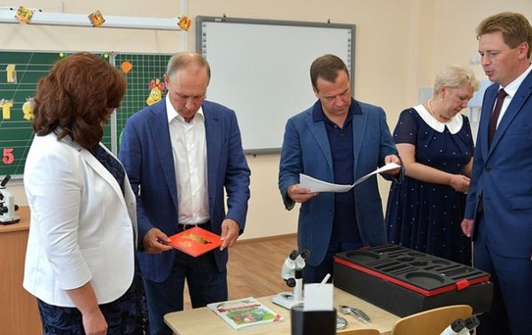 Путин иМедведев посетили музыкальный фестиваль «Опера вХерсонесе»