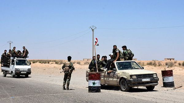 Исламские боевики  сдаются солдатам  «Хезболлы» награнице Сирии иЛивана