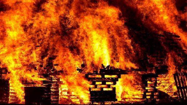 ВСимферополе из-за пожара вмногоквартирке эвакуировали 25 человек