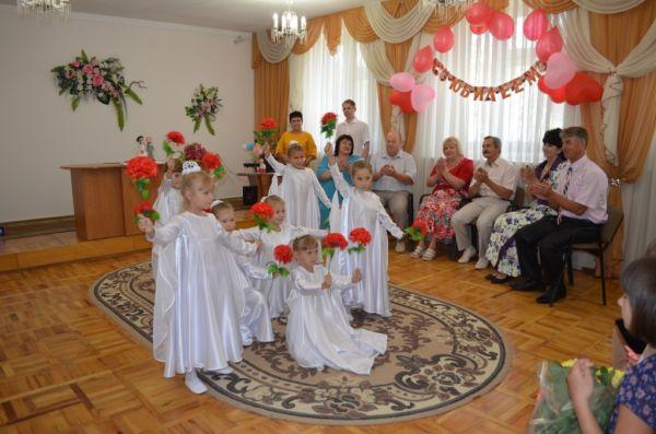 В Республике Крым на прошлой неделе 384 пары официально зарегистрировали свои отношения