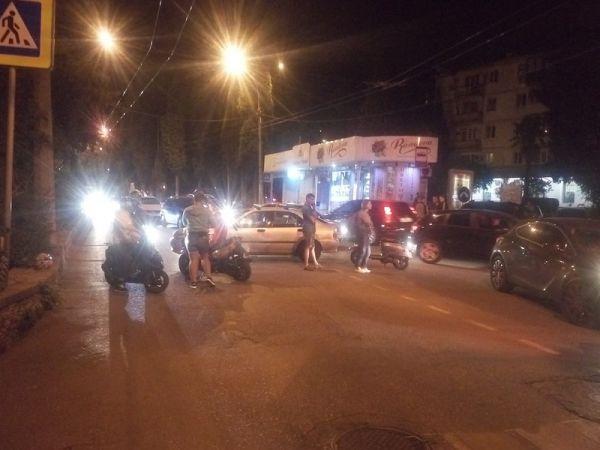 В Крыму фура «помяла» ВАЗ, сбили девушку на мопеде