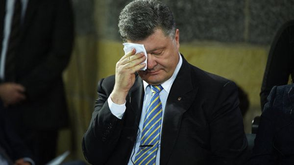 Свобода слова: украинского журналиста избили за съемку Порошенко в ресторане