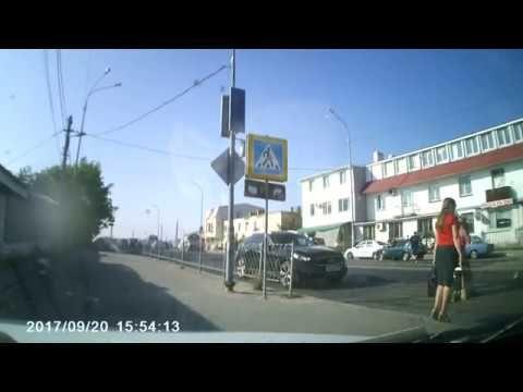 В Севастополе на «зебре» мотоциклист сбил женщину с ребенком