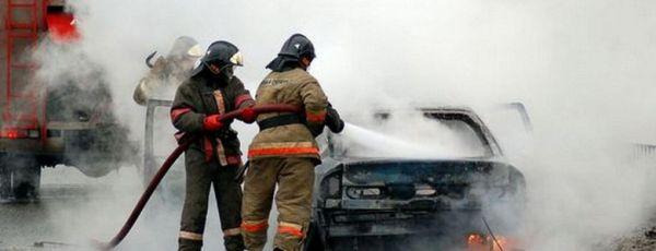 """Возле симферопольского """"Привоза"""" загорелся автомобиль"""
