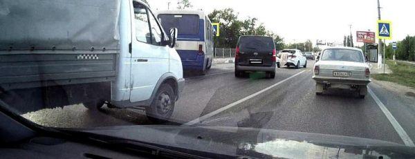 В Симферополе пассажирский автобус протаранил легковушку