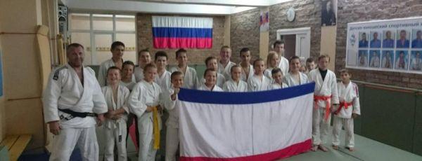 Спортсмены Ялтинской Федерации дзюдо отметили День Флага и День Герба Республики Крым.