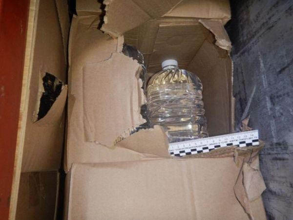 Крымские полицейские задержали фуру с28 тоннами нелегального спирта