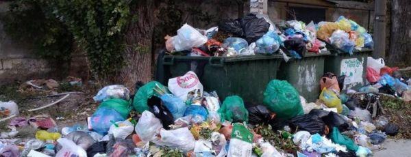 На 5 улицах Симферополя приостановлен вывоз мусора