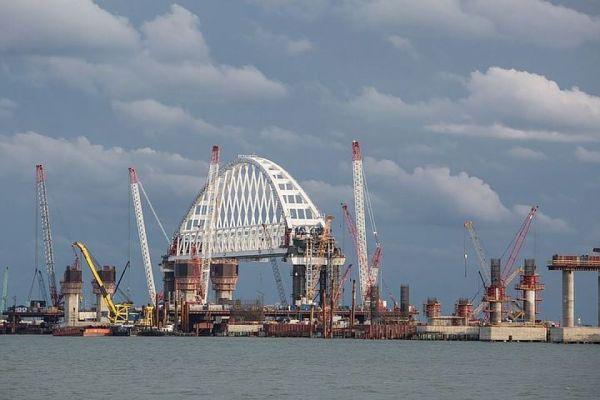 В районе Крымского моста ограничат движение кораблей