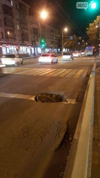 В центре Симферополя образовалась «черная дыра»